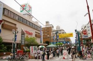 綱島パデュ中央広場の恒例「フリマ」、3連休中の10/9(日)と10(月・祝)に
