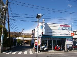 綱島街道を眺めて半世紀、旧アピタ前のバイク店が鉄道工事影響で4月閉店