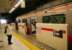 すでに機器が設置済みの日吉駅東横線「ホームドア」、稼働は2月下旬を予定