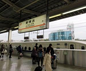 <新横浜駅>新大阪方面行きの4番線にもホームドア、残る1番線も来年3月に