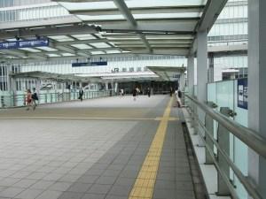 新横浜駅付近を花でアレンジ、3/19(日)に新羽で区民向けハンギングバスケット作り