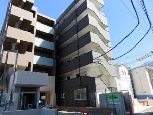 新横浜と菊名駅の真ん中「環状2号」沿いに賃貸マンション2棟、1階に店舗も