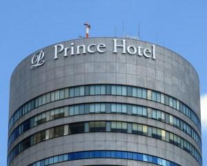 新横浜プリンスホテル、遠方客の認知度向上へどこからも見えるロゴサイン新設