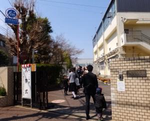 70周年迎えた日吉台中や慶應塾高などで入学式、満開近付く桜もそろそろ見頃