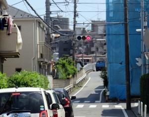 「矢上小入口交差点」の解体家屋跡に2軒の新築、4480万円から販売中