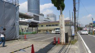 新幹線ホーム下、篠原側の狭あい道路真横にある「西松建設」出張所が解体中