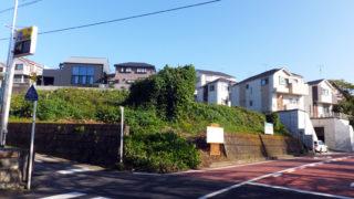 下田町2丁目「グランド前」バス停の正面で一戸建て15戸、駐車場に開発計画