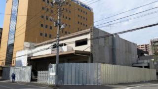 新横浜1丁目のカリモク近く、今度は「配送センター」跡の建物を解体中